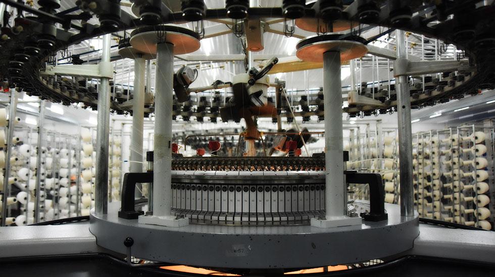 120 - 230cm en, 100 - 450gr/m2 gramaj aralığında üretim kabiliyeti